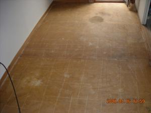 廊下、パンチカーペット剥がしたところ
