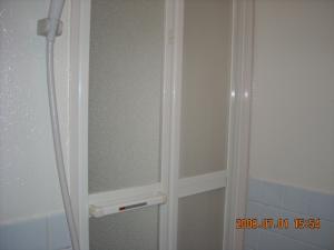 バス(風呂)の内側から見た折戸
