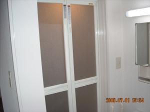 バス(風呂)ドア、折戸に変更して交換取付後