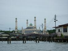 水上から見えたモスク 王宮なんかも見れるんさ
