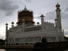 モスク昼の景色~、モスクの頭が覆われて・・