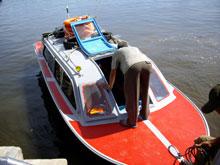12人乗りの小型船 河渡るんぢゃないんですよ・・?
