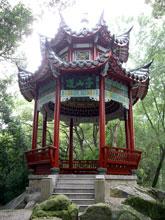 いかにも中国らしい建物ですよね-、色彩豊かで好き