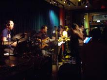 ライブ~♪フィリピン人のバンドだったよー