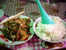 麻婆豆腐もラオス風だねー、紅くないねー。でも美味い!w