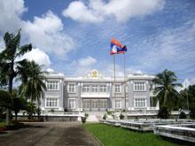 こーゆー行政の立派な建物は首都にしかない。
