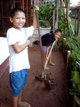 三男、四男はまだ小さいね-、でも家の手伝いして偉いなぁ