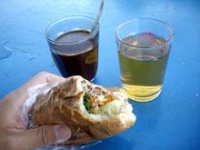 ラオスコーヒーとサンドウィッチ!洋風朝食だねー 美味い