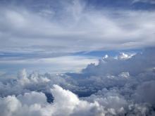 空ー、雲の世界ー。飛行機にのってるよーだ