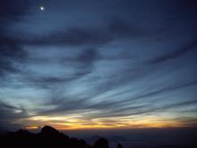 月と太陽 夜明けですな!