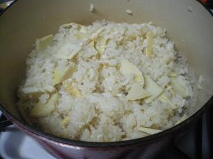 ル・クルーゼで炊いた筍ごはん。