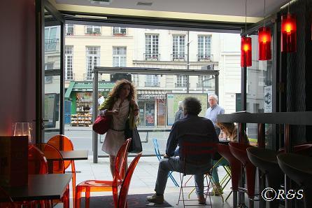 旅行中-パリのカフェ1IMG_2520