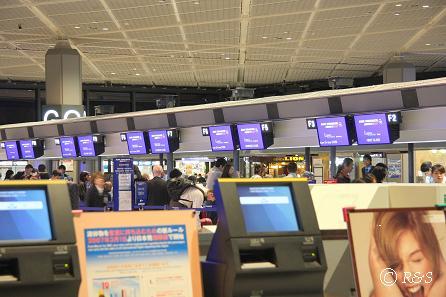 d成田空港でチェックイン2IMG_8851