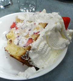 13等分された超特大ケーキ