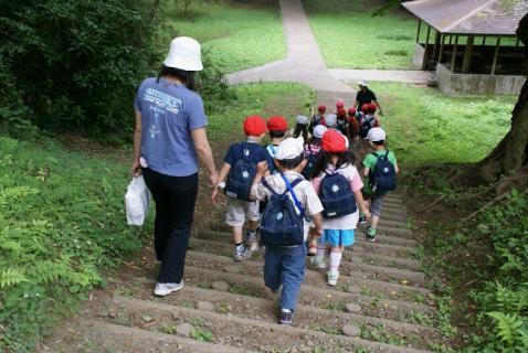 DSC02103公園3歩く