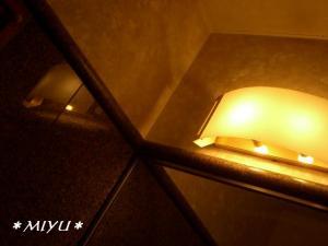お店の電灯.。.:*・゜゚・