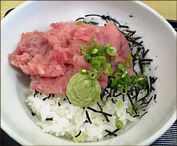 マグロタタキ丼