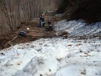 春先の栗原川林道 残雪を超えた