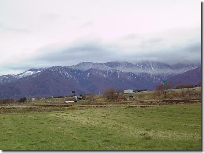 山には、うっすらと雪が・・・