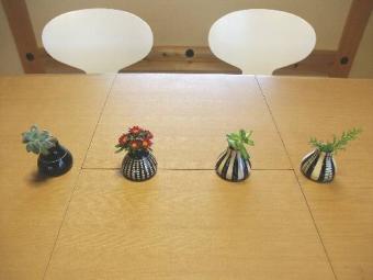4つの花瓶(花入り)