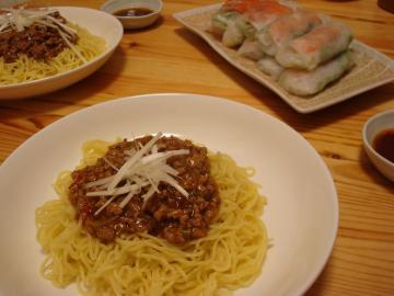 ジャージャー麺と生春巻き