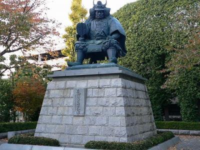 s-800px-Takeda_Shingen_statue2.jpg
