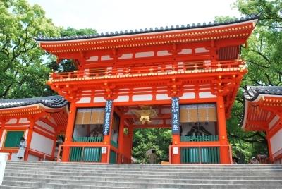 色鮮やかになった八坂神社