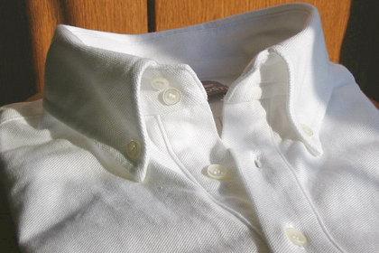 ラコステのボタンダウンは、芯地入りのピシッとした台襟仕様。