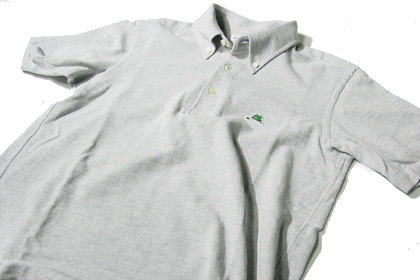 SOUTIENCOL/スティアンコルのボタンダウンなポロシャツ。