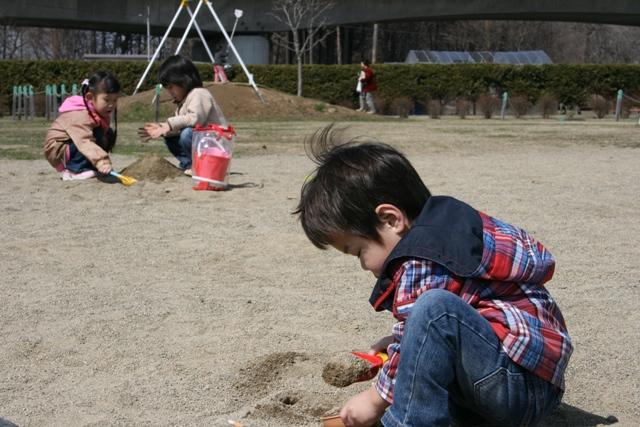 コッコさんは幼稚園に行ってないのに お友達と遊ぶの上手ね~っていつも言われます。(笑)