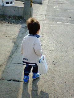 このかばんにはパンツとズボンが入ってます。近いんだけど・・・。