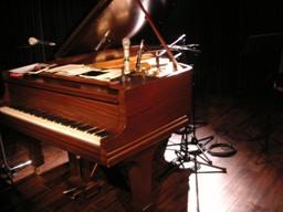 このピアノとセッションしてるのです(*゚▽゚)