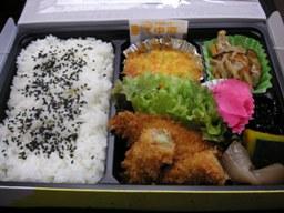 お昼のお弁当。すぐ食べちゃった。足りない(*゚ρ゚)