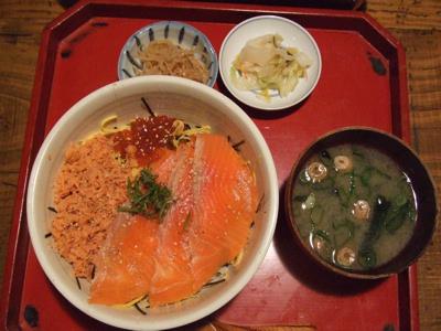 莫莫居(ばくばくきょ) 鮭イクラ丼