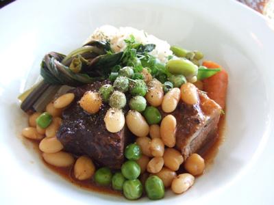 BISTRO KHAMSA(ビストロハムサ 店内 牛バラとお豆の煮物