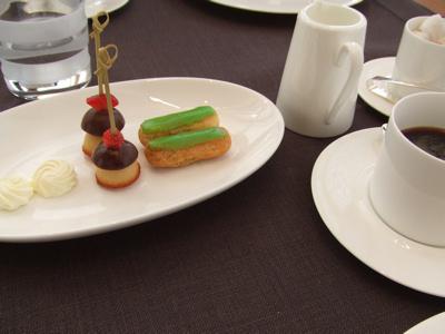 ブルガリ銀座タワー9F  イル・リストランテ 焼き菓子とコーヒー