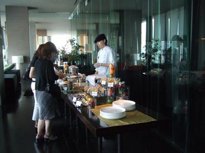三井ガーデンホテル 銀座プレミア  sky 店内  デザートビュッフェ