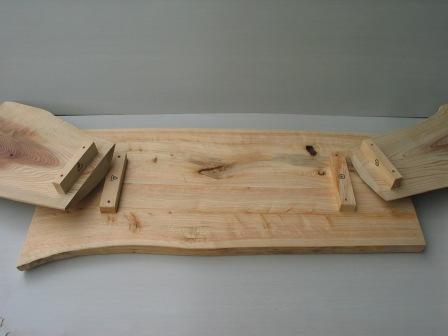 2008年6月17日新ワイルドログテーブルの組立方法?天板と足を組む。記号通りの所定の位置へ。