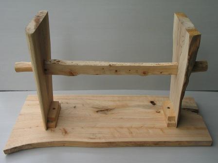 2008年6月17日新ワイルドログテーブルの組立方法?両サイドから丸太ボルトにてヌキを固定します。