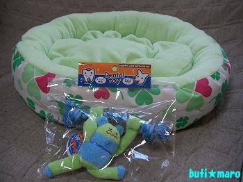 ベッドとおもちゃ