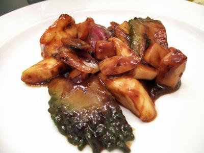 苦瓜と巻き貝のマンゴーブラックペッパー炒め