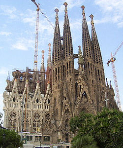 250px-Sagradafamilia-overview.jpg