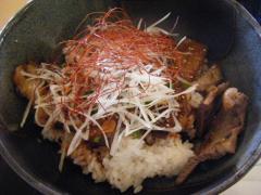 ビフテキ丼。1350円くらい。
