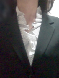 LOUNIE'08夏ストライプフリル襟ブラウス_JK時の襟の出方
