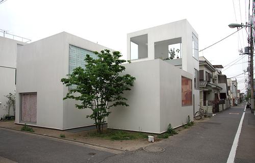 建築家 西沢立衛さんによる設計の住宅 モリヤマテイです。写真はFlickrのCCライセンス付き画像です。もともと建築物の外観には著作権もろもろの権利が無い様なので、