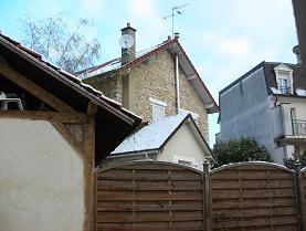 雪のつもった大屋さんちの屋根