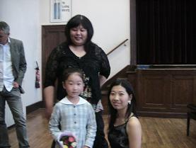 ピアノ伴奏の先生と娘