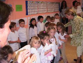 歌う前の子供達
