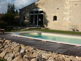 プール付きの豪邸