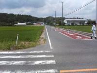 事故の多い交差点から東浪見小を望む